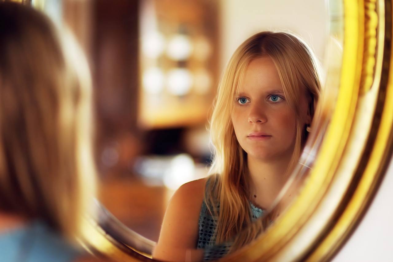 Specchi: dall'acqua ferma al vetro argentato