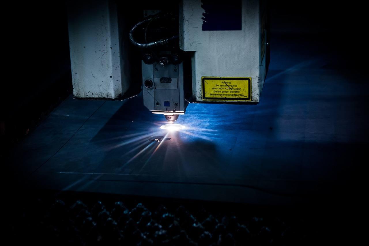 Vantaggi e svantaggi delle tecnologie di taglio al laser